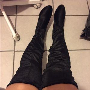 knee-high boots w/ heel